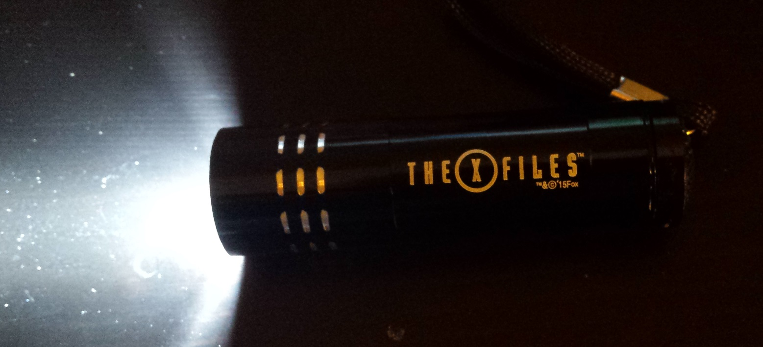 X files flashlight, loot crate january 2016, loot crate unboxing, the fifth element, x files, invasion