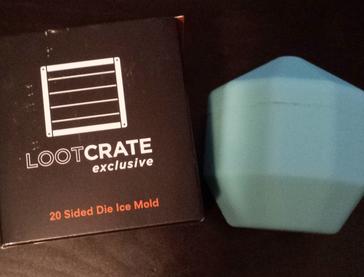 Cude and box, april loot crate, d&d, loot crate unboxing, april's loot crate 2016, quest